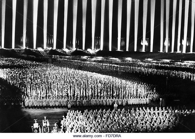 cathedral-of-light-at-the-nuremberg-rally-1936-fd7dra