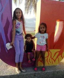 FAMILY-LITTLE GIRL